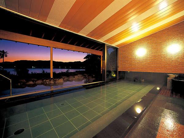 弓ヶ浜の絶景を望む大浴場