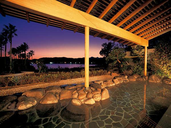 当館の自慢☆弓ヶ浜の絶景を望む波打ち際の露天風呂