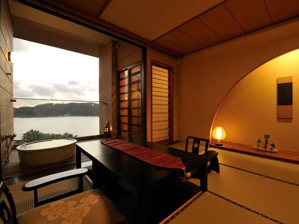 全客室、露天風呂付!晴れた日には、ゆっくり沈む夕陽を眺めながらご入浴いただけます。