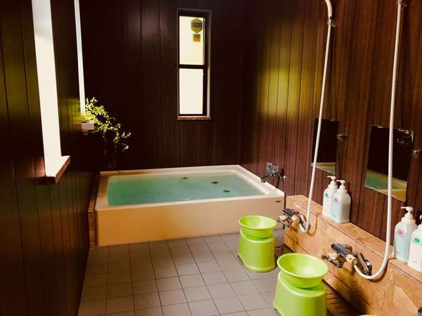 お風呂は男女別2か所ございます。