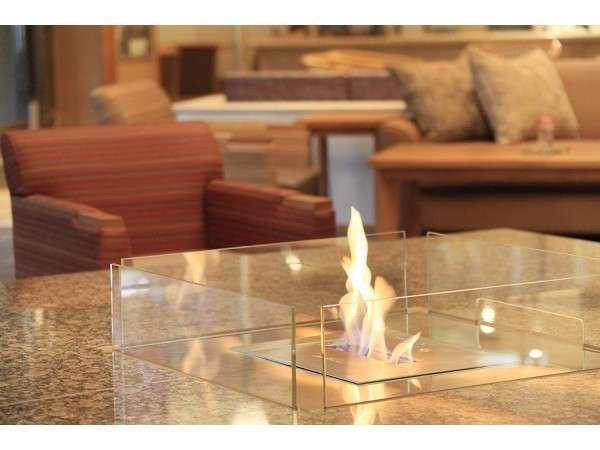 火のラウンジ暖炉