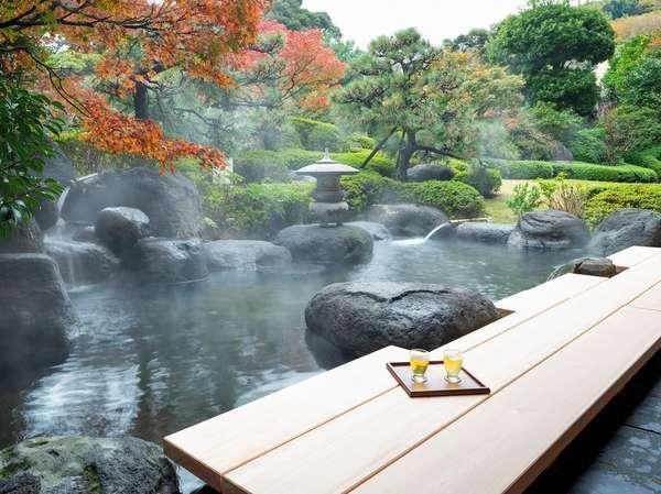 【足湯】日本庭園を眺めながらリラックス