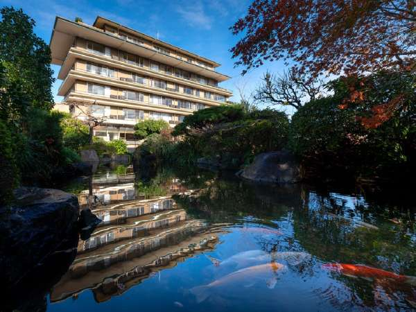 【外観】約300坪の広さの日本庭園では季節の植物をお楽しみいただけます