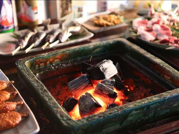 【囲炉裏炭火焼き】じっくりお好みの焼き加減でお愉しみください。