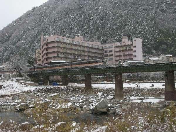 雪化粧した飛騨の山々と飛騨川を眼下に白銀の景色を楽しむ♪