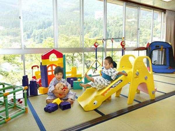 おもちゃがいっぱい宝の山♪ちびっこ大興奮のキッズコーナー