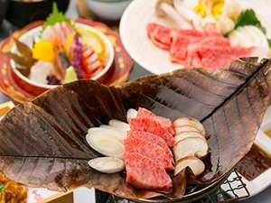 最高ランクA5等級の飛騨牛を朴葉味噌焼き、味しゃぶでお召し上がり頂ける【ごっつぉう御膳】