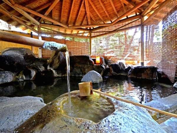 著名なアーティストの手による露天風呂『名工の湯』