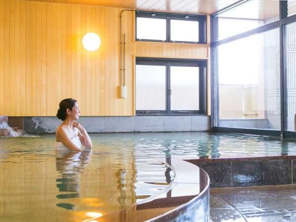 自慢の極上の美肌湯は、歴史ある自家源泉♪大浴場には露天風呂も併設しています。