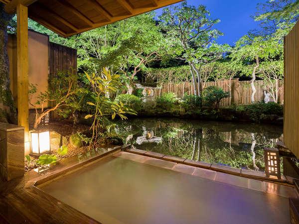 """しずやかな庭園をながめて、""""ゆとり"""" を愉しむ露天風呂つき客室"""