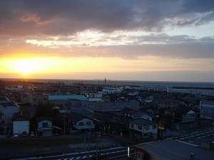 壮大な「海」と美しい「夕日」を客室から一望♪ (方角によってはご覧頂く事ができません。)