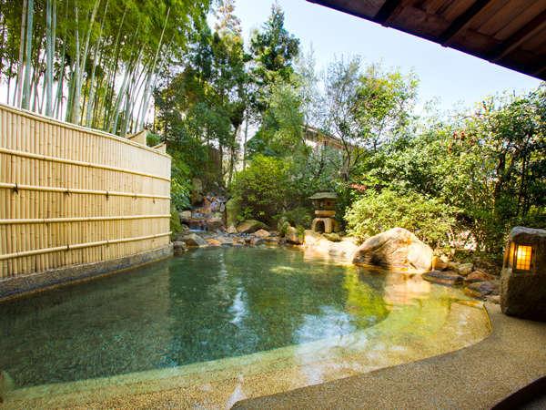 爽やかな竹の緑がまぶしい男性露天風呂「観月」