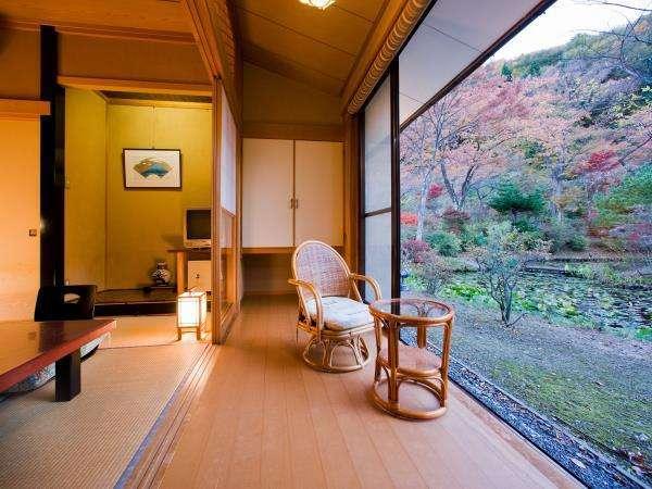 【本館】磐梯熱海温泉街側 和室8畳+広縁付き