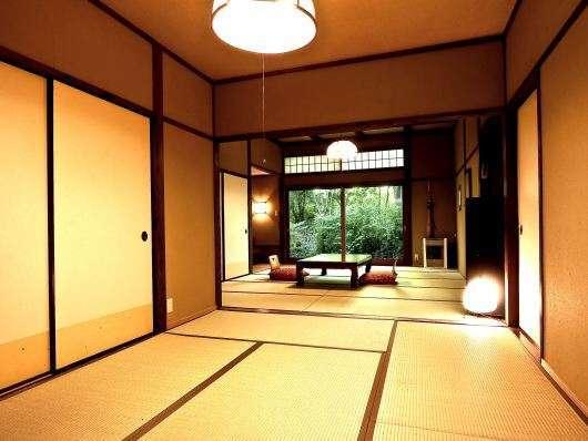 和洋室【和室10畳+6畳】6畳の部屋にダブルベッドがあります