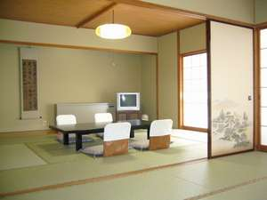 ◆渓流沿い和室16畳/グループ・家族連れでもゆったり過せる広さ※一例