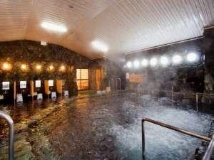 広々開放的な単純硫黄冷鉱泉の温泉。
