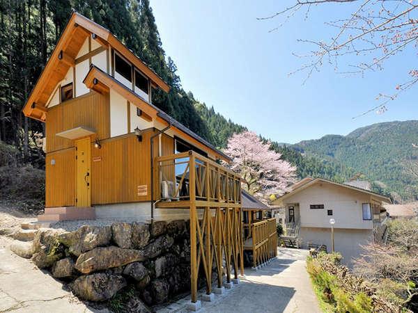2012年4月OPEN!自然の中でワイワイお楽しみ頂けるバンガロー。