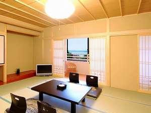 露天風呂付客室は「夕陽の間」と「和みの間」の二部屋。どちらも海を眺められる露天風呂付き