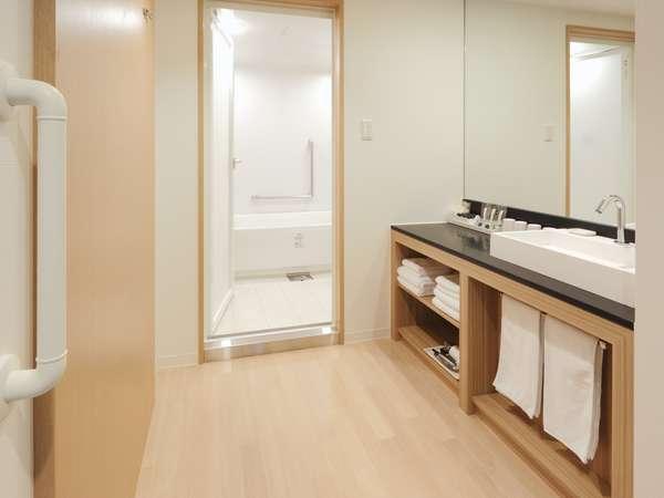 フォーベッドルームのバスルーム。全客室中で唯一、バスとトイレが別のお部屋です。