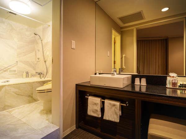 ■パレススイート バスルーム■まるで海外に来たかのような、高級感ある大理石の空間。