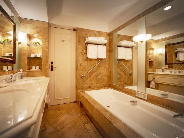 ■ロイヤルスイート バスルーム■まるで海外に来たかのような、高級感ある大理石の空間。