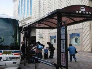 成田空港・羽田空港リムジンバス 毎日運行(クレスト前にバス停があります)