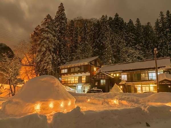 *外観(冬)/豪雪地帯ならではの冬景色。一面、白銀の世界に覆われます。