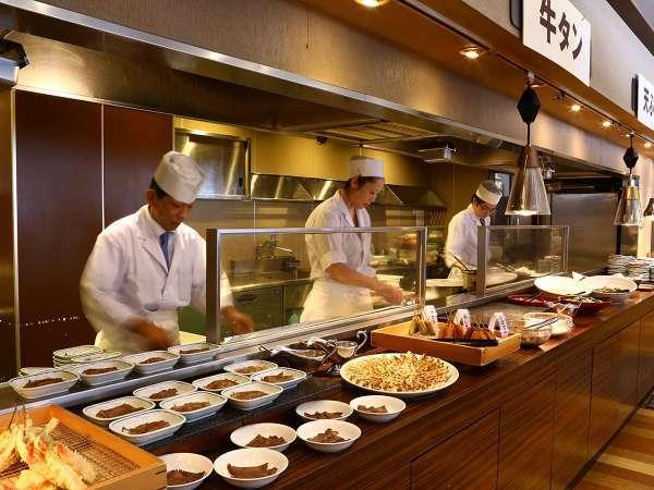 ライブキッチンで出来立てのお料理を提供致します♪