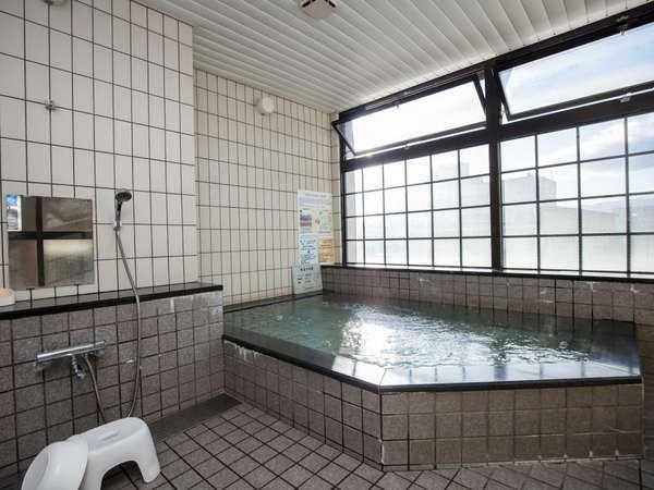 アルプスの見える3階ラジウム温泉(男女入れ替え制)。出張・旅行の疲れもすっきりな癒しの場所です。