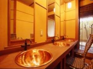 男性大浴場脱衣の洗面台