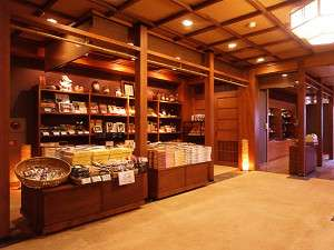 郷土の特産や色々なお土産もご用意しております。
