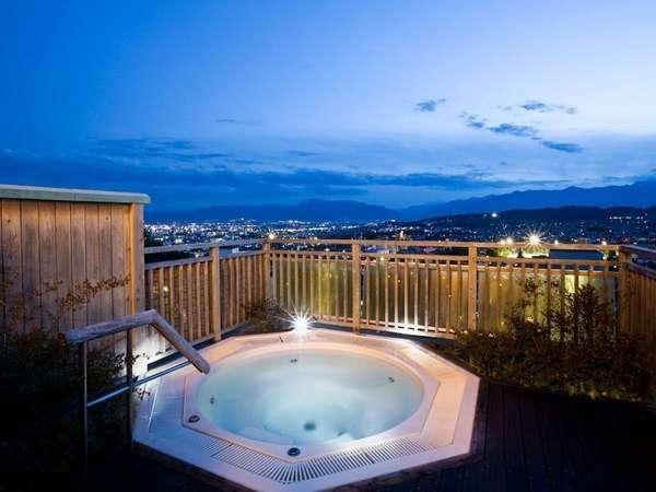 最上階にあるジャグジー露天風呂(大浴場)