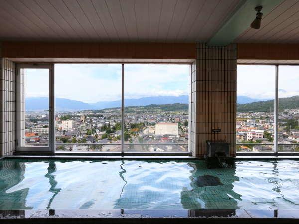 ≪8階大浴場≫大浴場からの景色は好評です。浅間の温をごゆっくりとお楽しみください。