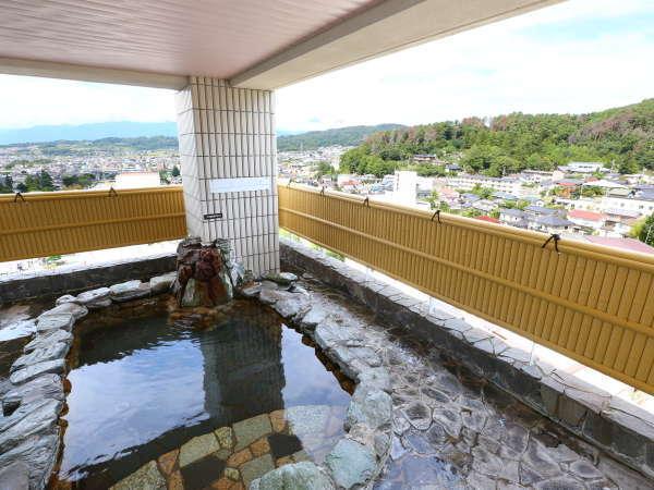 ≪8階露天風呂≫大浴場の里山側にあり、その里山の季節の移り変わりが楽しめるのが人気です。