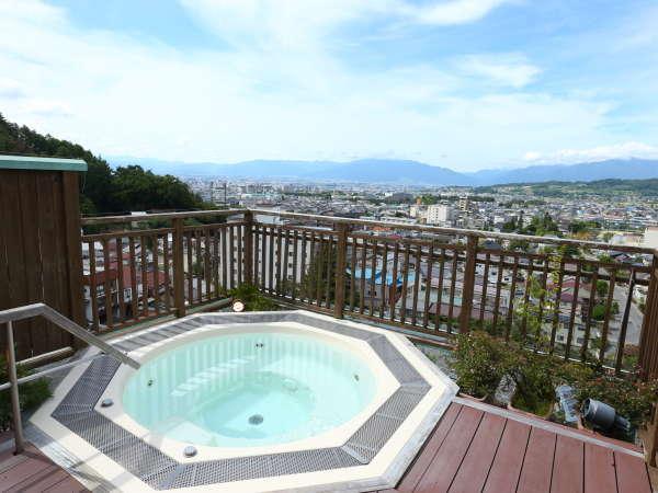 ≪ジャグジー露天風呂≫最上階にあり、景色抜群!季節毎に変わりゆく景色をお愉しみ下さい。