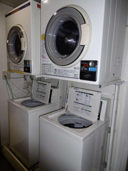 2Fコインランドリー利用状況を確認し便利にご利用下さい!洗剤はフロントにて¥50で販売しております!