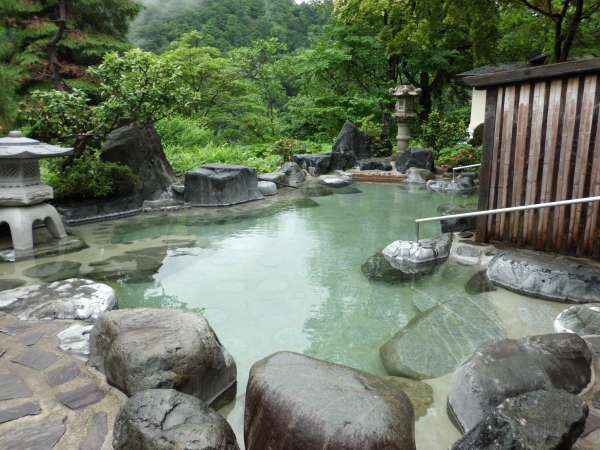 開放感のある混浴露天風呂で湯っくり。