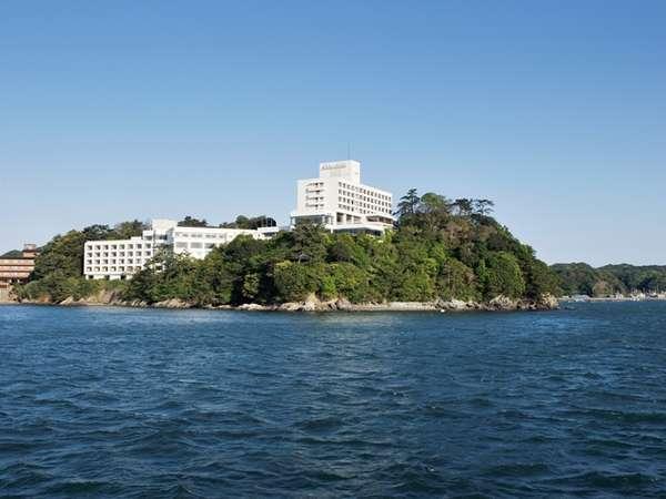 岬の先端に佇むリゾートホテルです