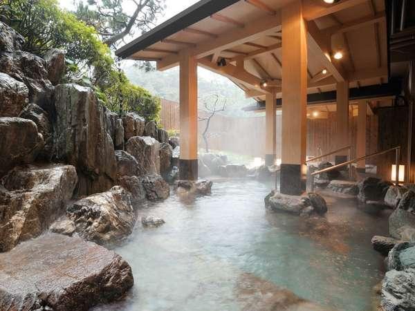 潮路亭内:真珠成分配合の露天風呂「パールオーロラ風呂」※岩風呂