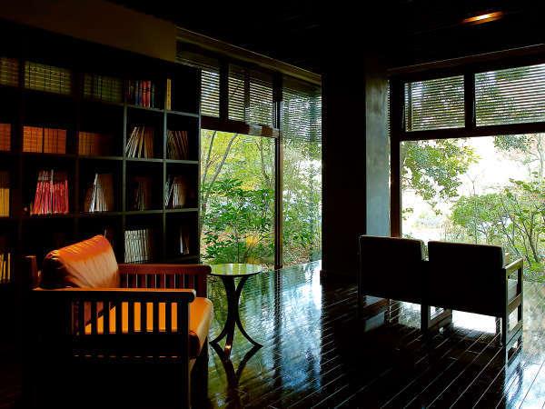 ◆ロビー◆こだわりの空間にはバリで選んだ家具を配置。まるで≪隠れ家≫のような佇まい