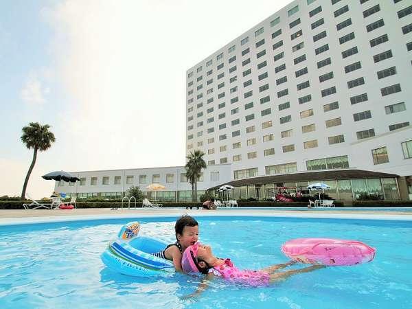 海の見えるプールで思いきり遊んじゃおう♪水深30cmのプールも♪期間7/18~8/31 時間:9:00~18:00