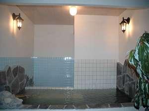【温泉旅館 ゆもと (旧 湯本ホテル)】閑静な温泉旅館。2008年春に貸切露天風呂がオープン