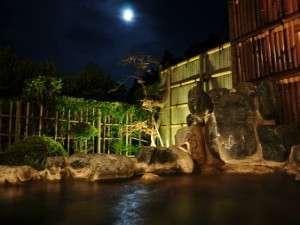 月を見ながら露天風呂