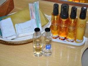 クレンジング 洗顔 化粧水 乳液ヘアートニックヘアーリクイドお部屋にご用意しております。