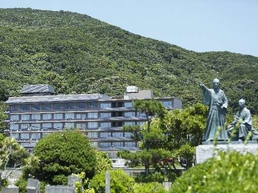 当館前、柿崎海岸、弁天島の吉田松陰と金子重輔の銅像