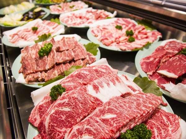 浜焼き&焼肉バイキングレストラン。牛肉・豚肉も豊富に用意