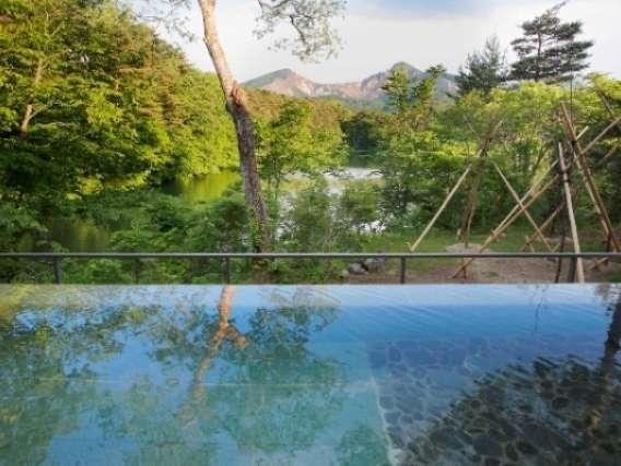 眼前に磐梯山を望む「絶景露天風呂 四季の湯」