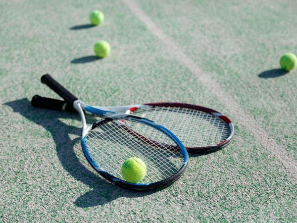【テニスコート】全天候型人工芝コート。熱いラリーを繰り広げてください。