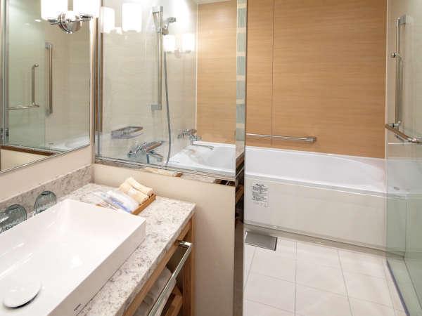 快適なホテルステイを体感いただけるよう、洗い場のついたバス・シャワーブースを設けました。
