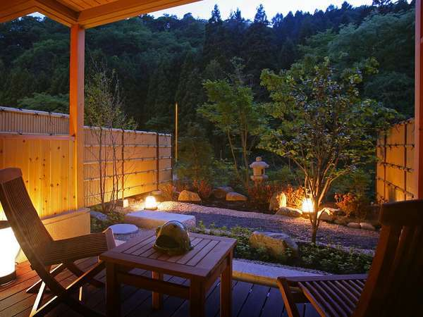 庭園露天風呂付客室【1階】 夕暮れのバルコニー